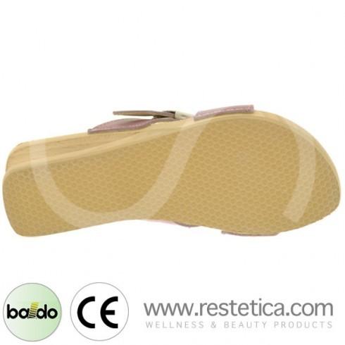 Zoccoli Baldo con incrocio a fasce color glicine, dotati di molla e plantare imbottito per un maggiore confort ai piedi
