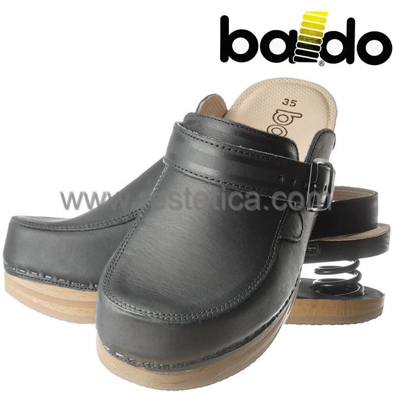 Zoccoli Baldo 5/19 chiusi di colore nero elegante, dotati di molla e plantare imbottito per un maggiore confort ai piedi