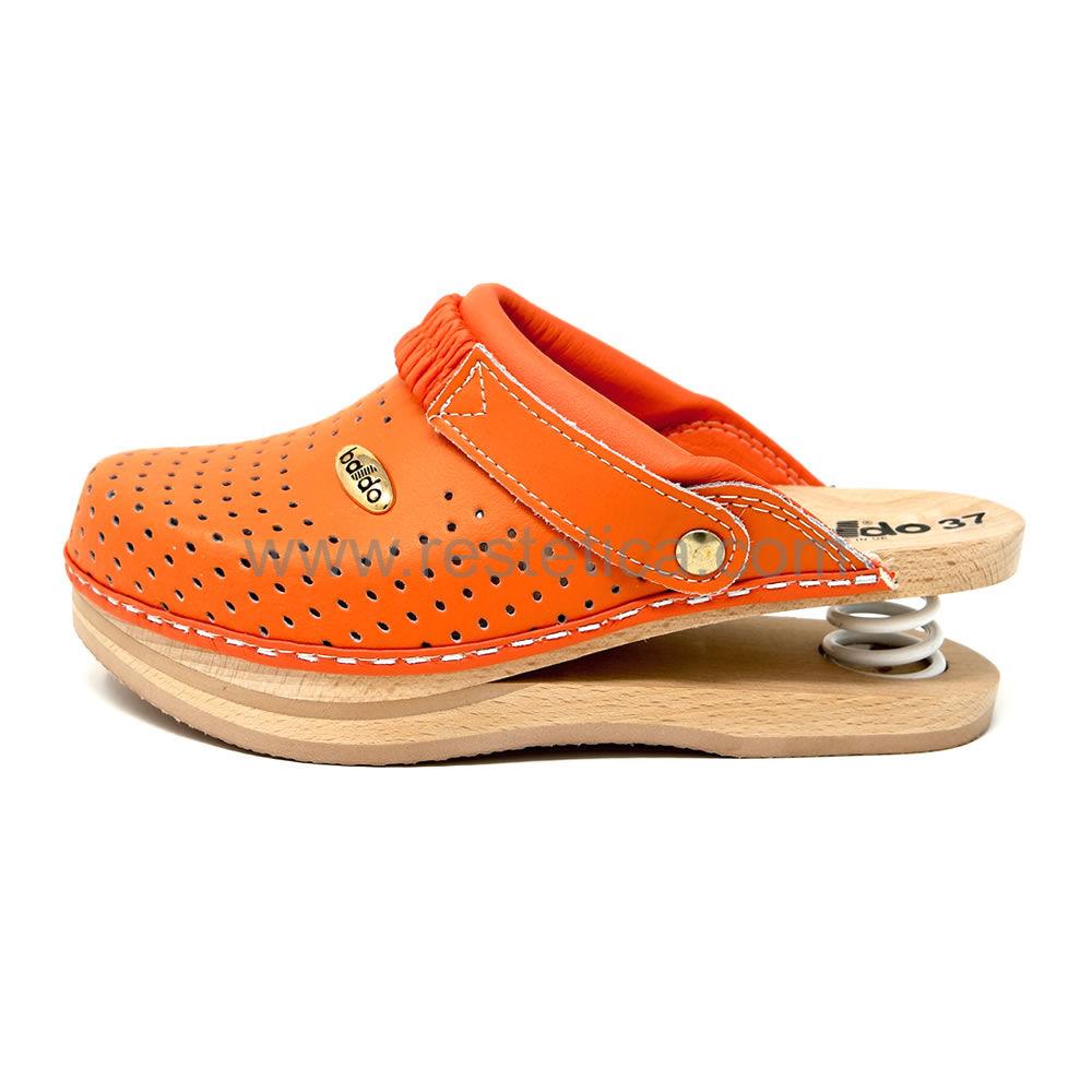 Zoccolo Baldo 5/13 Arancione forato con imbottitura sul collo e appoggio piede su legno