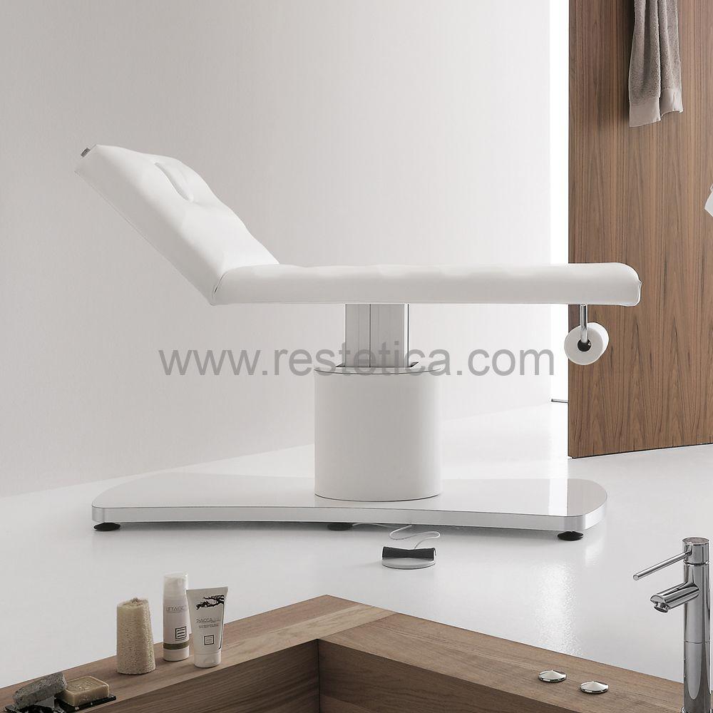 Lettino per massaggi E-Motion by Vismara Colonna regolabile in altezza elettricamente con comando a pedale