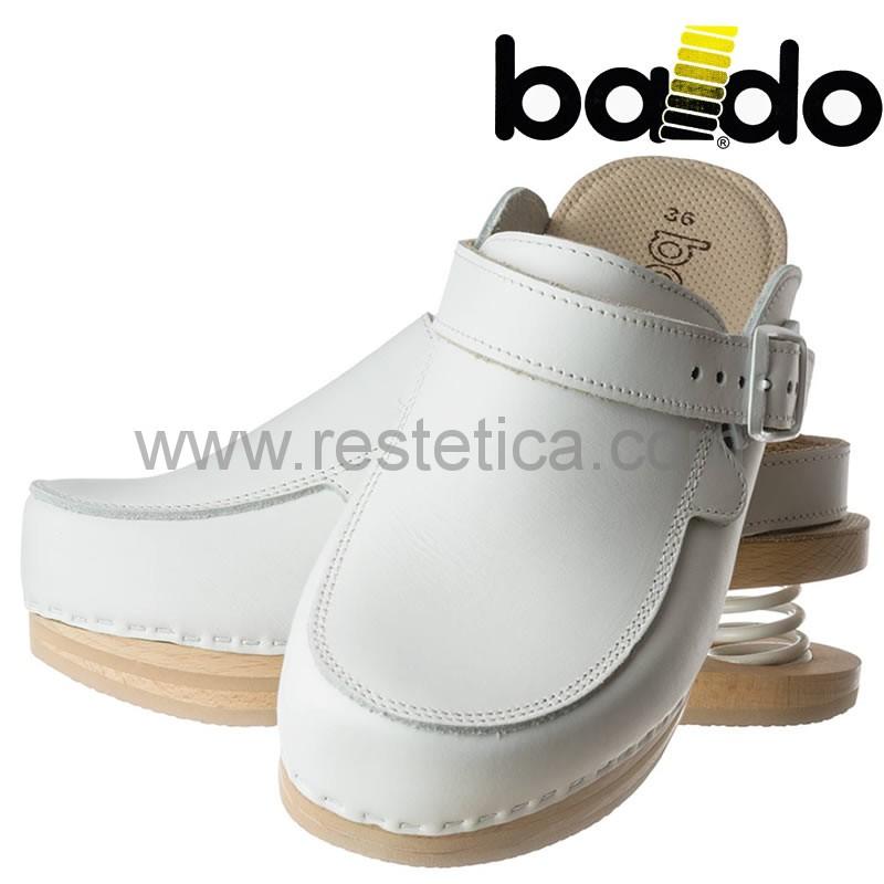 Zoccoli Baldo chiusi bianchi con laccio, dotati di molla e plantare imbottito per un maggiore confort ai piedi